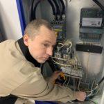Производим замер тока по фазам и распределяем нагрузку. Зима вносит свои коррективы в работу оборудования.