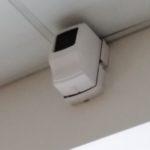 пожарный датчик который следит за пожарной безопасностью во всем помещении.